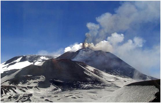 Etna, è iniziata la colata lavica sommitale