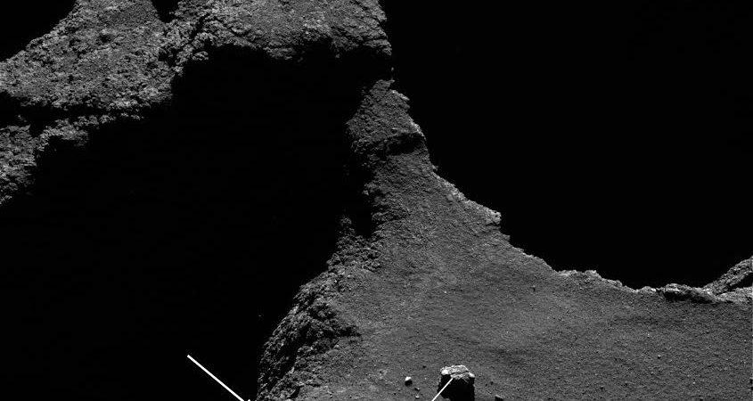 Crolli sulla superficie della Cometa
